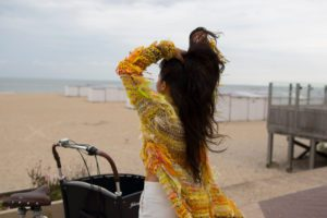 Beach yellow sweater knokke aispi fashion