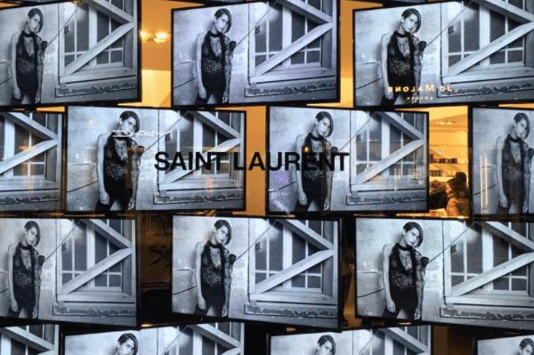 Colette_fashion_saintlaurent_collaboration_vespa_chocolate_bagtag_wallet_makeup_snowboard_logo_headphone_resteraunt_black_punk_7